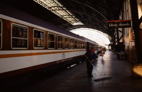 198709ビルバオアバンド駅構内と夜行列車着