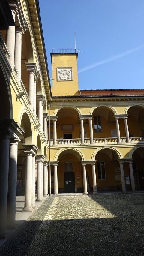 パヴィア大学中庭 (2)
