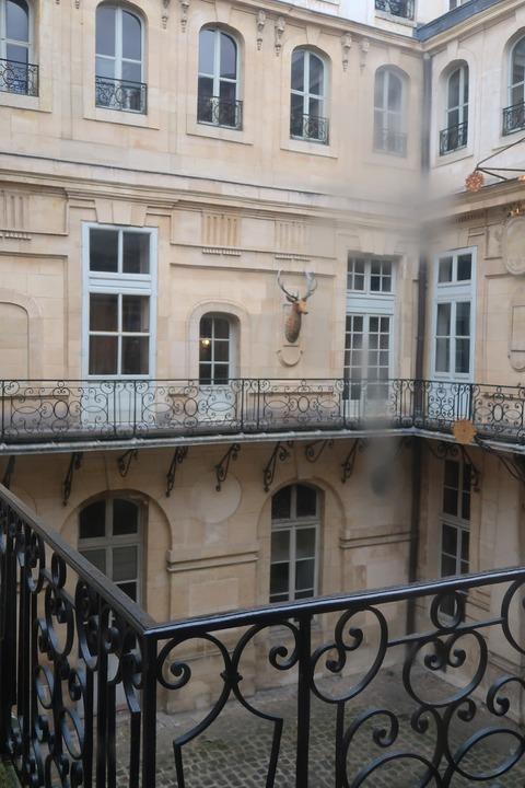 Versailles115王の私室から雨のテラス