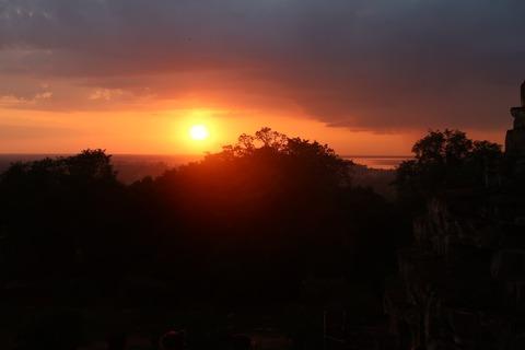 0079プノンバケンの夕陽丸々沈みゆく