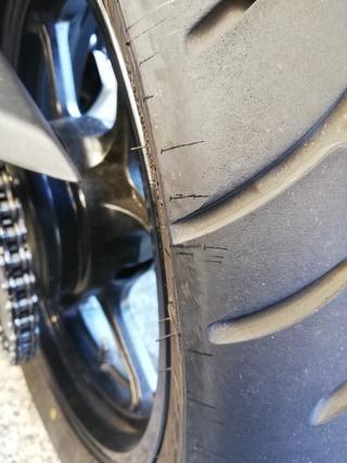 タイヤにはねたオイル
