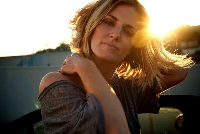 Laurel Holloman fan blog ♪Love...