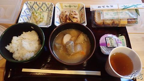 夕食と朝食_P7111138