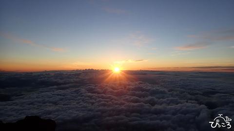 雲海の上にご来光_P8110078