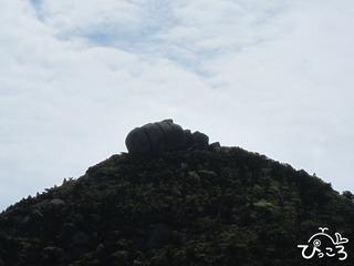 山の上の不思議な岩