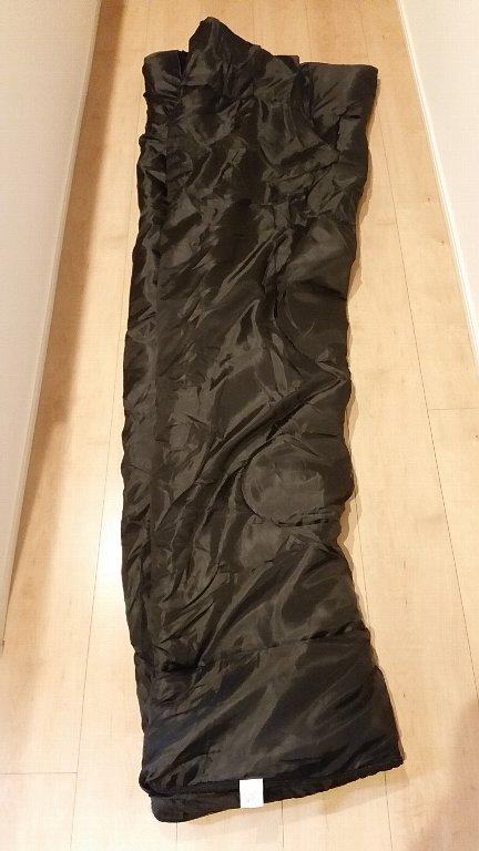 ダイソーキャンプ寝袋封筒型シェラフサイズ