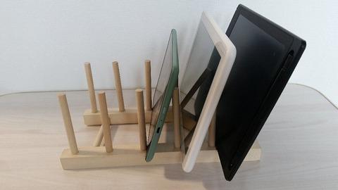 セリアスマホスタンド木製ディッシュスタンド横