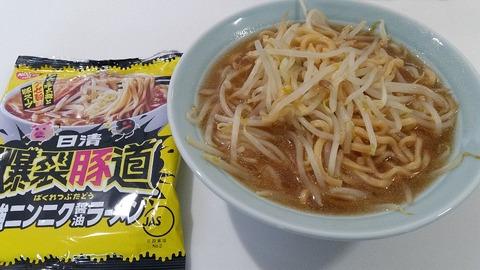 1日清爆裂豚道(ばくれつぶたどう)強ニンニク醤油ラーメン