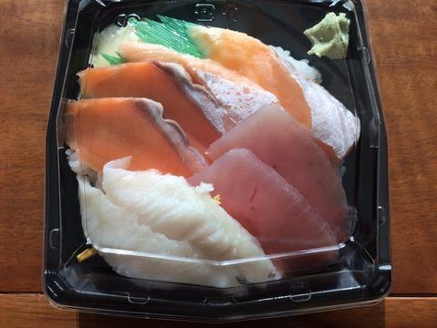 十六家風お好み海鮮丼(500円)駐車場