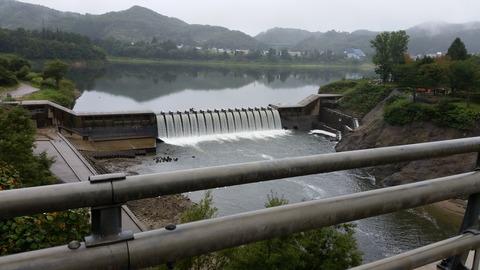 西和賀町湯田貯砂ダム(錦秋湖大滝)