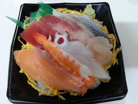 十六家マル得海鮮丼(500円)