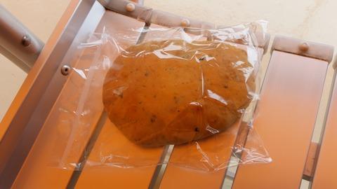うみねこパン船内で販売100円