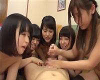 【エロ動画】5人の女を相手にして疲弊しきったチンコに締めの手コキフィニッシュ||