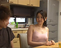 【エロ動画】ノーブラで乳首スケスケな女に興奮して思わず乳首を掴んでしまう||