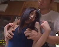 【エロ動画】体の小さい女の子が体のデカイ男にヤラれる!