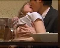 【エロ動画】居酒屋の店内でギャルとイチャイチャしてたらSEX開始