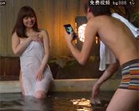 【エロ動画】混浴風呂で女の子の撮影してたら勃起してしまった男…
