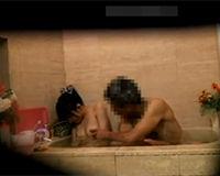 娘が入浴中に勝手に乱入して娘の身体を隅々までチェックする変態オヤジ
