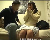 【エロ動画】ふわふわのセーターで男を誘ってくる小柄な女の子と自宅ハメ撮り!