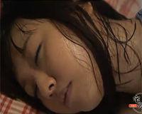 【エロ動画】JKの寝汗姿に発情してしまった俺
