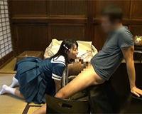 【エロ動画】アイドルみたいな制服を着た女の子と畳の和室でエッチする