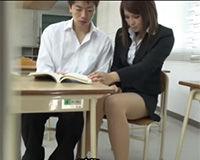【エロ動画】美人でスカートが短くてエロい女教師と教室でエッチ