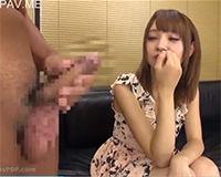 【エロ動画】男の人のオナニーを間近で見てて興奮してきちゃった女の子