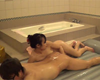 スレンダー美乳ソープ嬢が豊満おっぱいを擦りつけて濃厚なマットプレイご奉仕