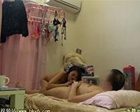 【エロ動画】下着が干されたままの生活感ある部屋でセックスする2人