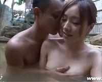 【エロ動画】綺麗な女とデートした後の露天風呂で野外SEX