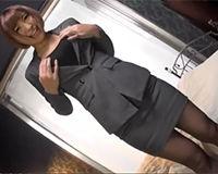 【エロ動画】胸元開いたスーツ姿のセクシーなOLと激しいセックス!||