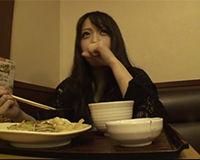 【エロ動画】ネットカフェで働く女の子をナンパして食事からエッチへ!