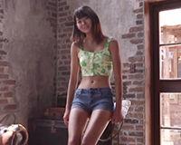 【エロ動画】スレンダーな日焼け美少女が恥ずかしがりながら擬似フェラしたあとは本物のおちんちんでフェラ