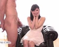 【エロ動画】おちんちんを間近で見て恥ずかしがるお姉さんも手コキで抜いてあげることに成功||
