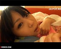 【エロ動画】萌系の女の子がオナニーしている様子を見ながら手でしごいて射精