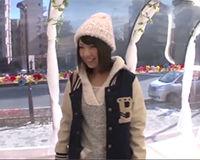 【エロ動画】ニット帽が可愛い女子大生にエッチなマッサージで気持ちよくさせてハメる!