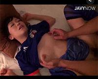 【エロ動画】サッカーのユニフォームを着た女の子と試合観戦後にエッチ