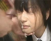 【エロ動画】JKたちの顔と口にザーメンをガンガンぶっけけていく