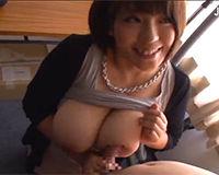 【エロ動画】巨乳ののお姉さんの激しいフェラチオでザーメンが口から溢れる!