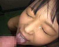 【エロ動画】マンションの廊下でアイス食べてる女の子を脱がしてフェラで顔面にぶっかけ||