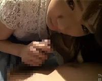 【エロ動画】童顔なJKにトイレで手コキしてもらってドピュッと射精!