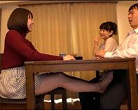 【エロ動画】淫乱女教師がテーブルの下で生徒の勃起したペニスを足コキ!||