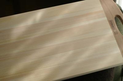 我が家のニューフェース。四万十ひのきのまな板