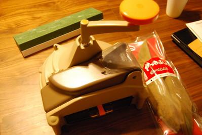 鰹節削り器 と 常夜鍋。