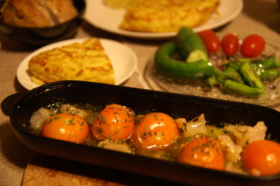 トルティージャ&小エビとトマトのアヒージョ(レシピ付き)