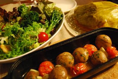 ストウブで春キャベツと合挽肉の重ね蒸し&マッシュルームとプチトマトのアヒージョ