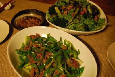 青椒肉絲とからし菜のサラダ