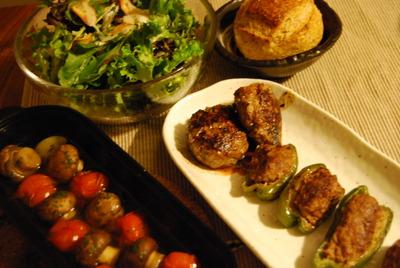 ピーマンの肉詰め&コロダッチでマッシュルームアヒージョ&鎌倉野菜のサラダ