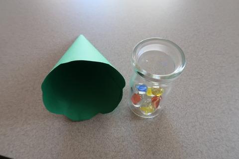 瓶と画用紙