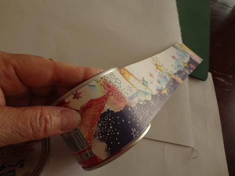 サバ缶紙を貼る